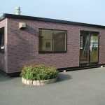 外内装自由設計な簡単設置のユニットハウスは、事務所・集会場・店舗は勿論、幅広く利用されています。